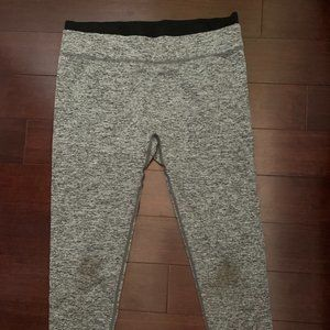 Fabletics Heather Gray Cropped Leggings